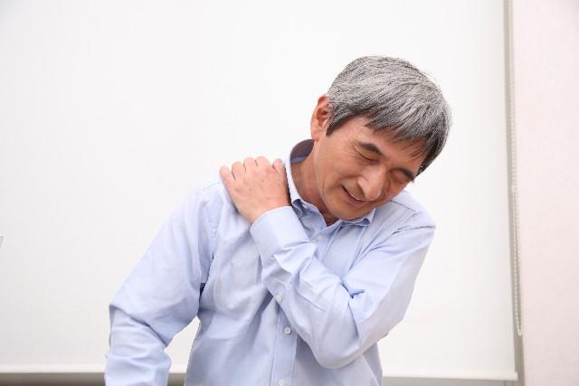 肩 ポキポキ 痛い
