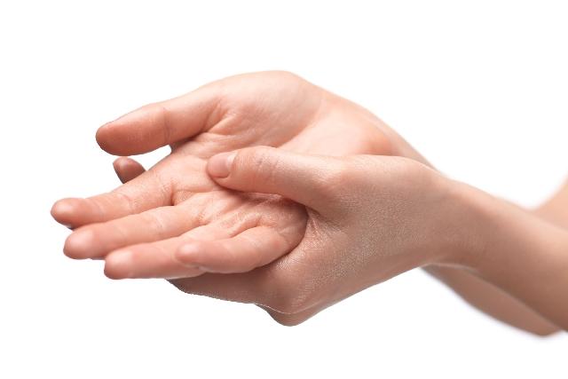 突き指 親指 治し方