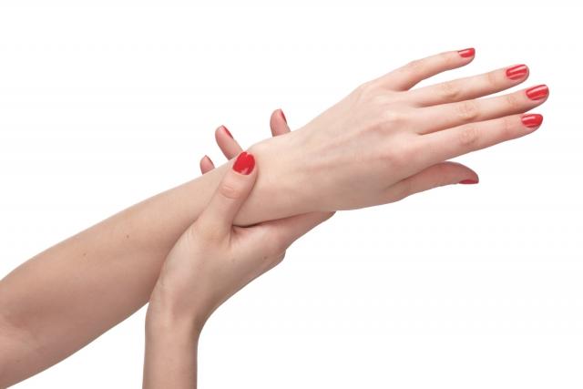 手の甲 腫れて 痛い2