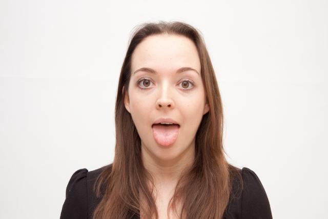 舌の裏のひだが痛い